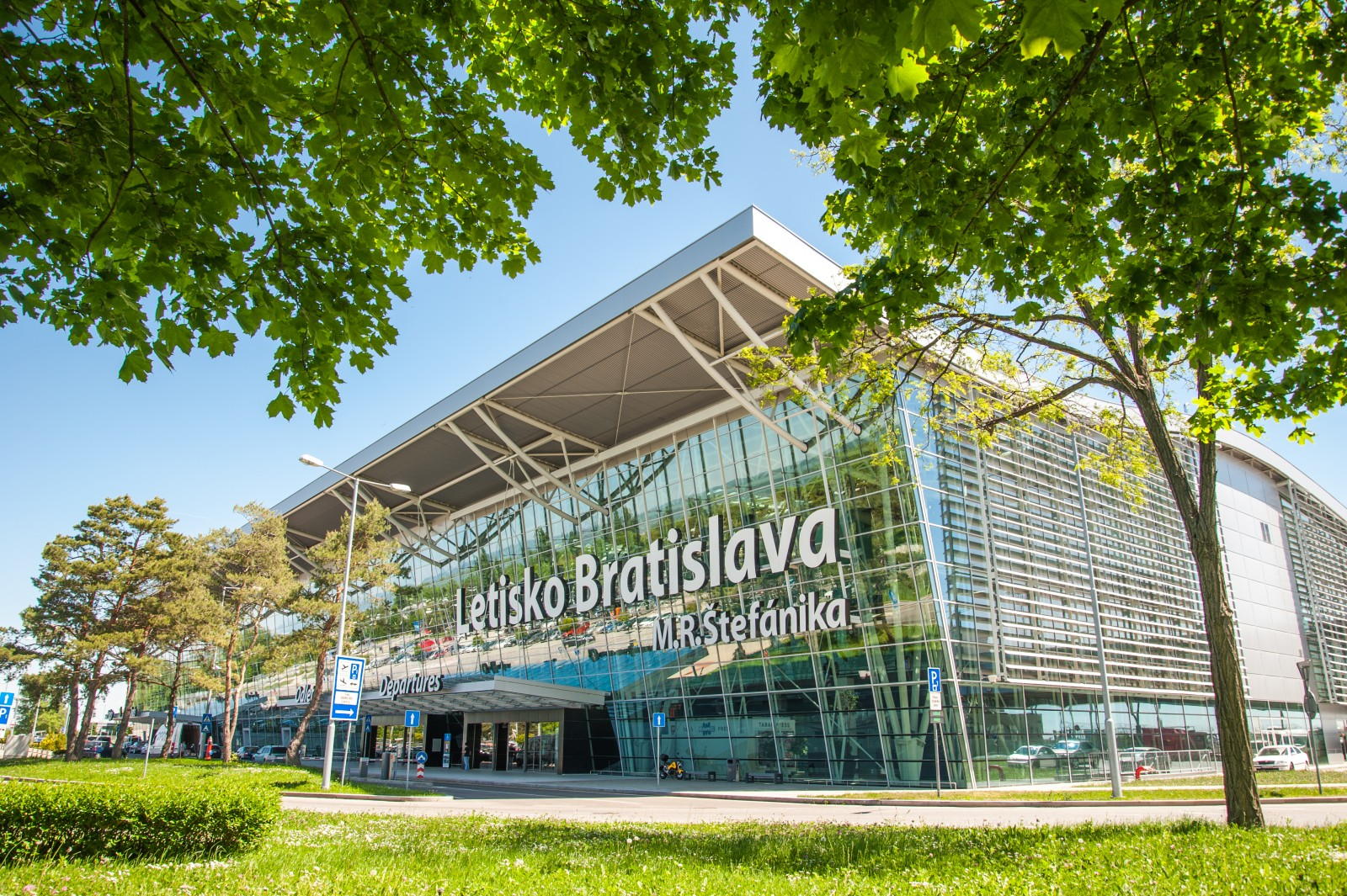 Kam z Bratislavy letecky v lete 2020